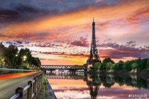 Париж -64644846