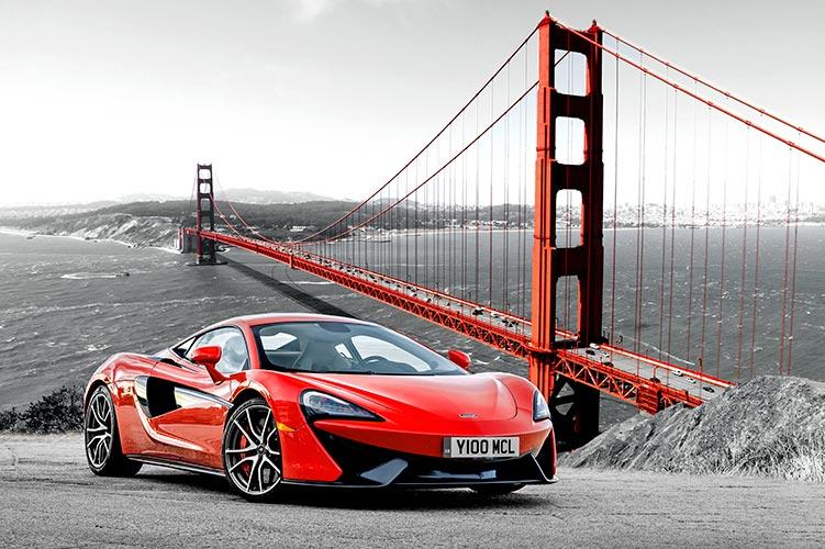 фотообои красная машина
