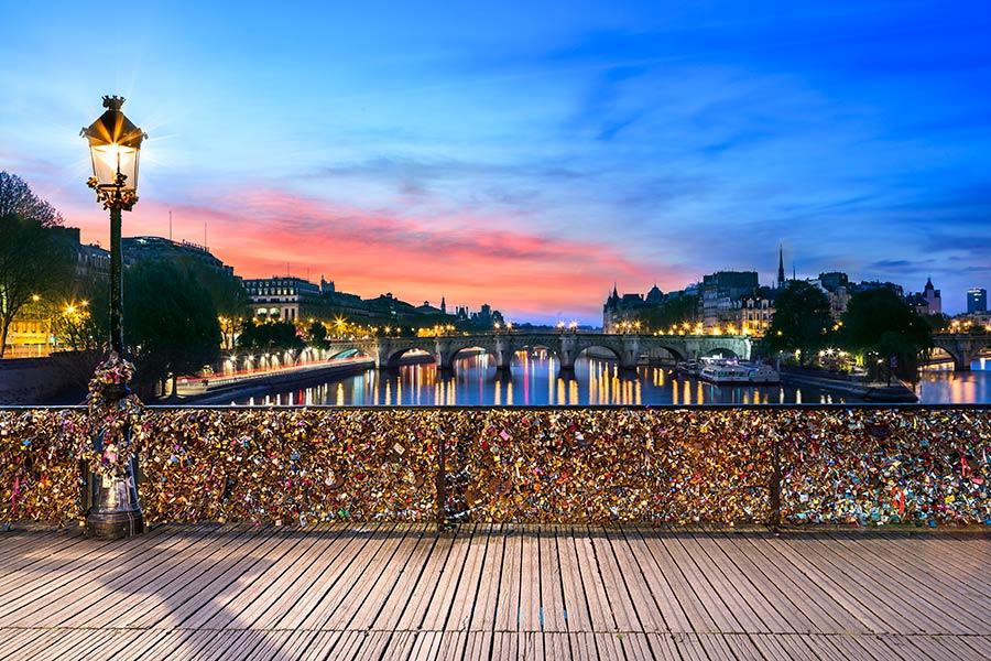 Фотообои Париж мост любви 043347873