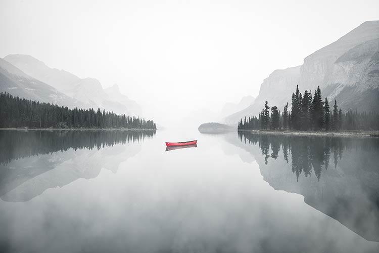 фотообои на стену утреннее озеро красная лодка